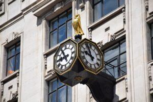czas jest bardzo ważny dla lexperfect, donosimy wszystkie dokumenty w terminie.
